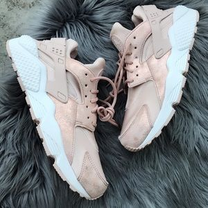 NEW 💖 NIKE WOMENS HUARACHE RUN BLUSH SHIMMER